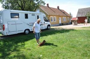 Med husbilen på Carina gård.