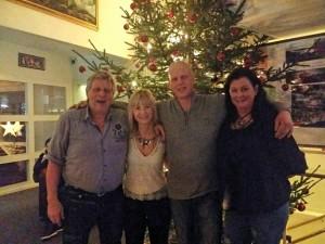 Bill,Mari,Roger och Helena vid STOOORA granen!