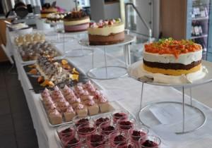 Ett fantastiskt tårtbord!!Så smarrigt!