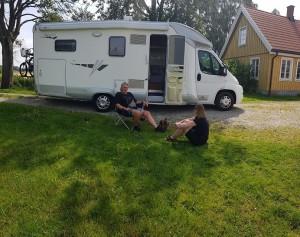 Årliga besöket med tax och husbil i Billeberga.