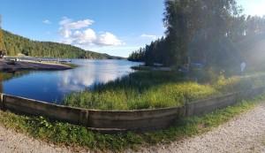 Vackra Ragnerudssjön.Husse som en liten prick till höger på väg till bastun såklart!